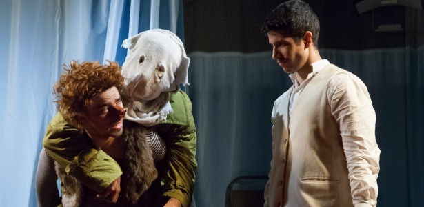"""Teatro <p>""""O homem elefante"""", de Bernard Pomerance, tem direção de Cibele Forjaz e Wagner Antônio"""
