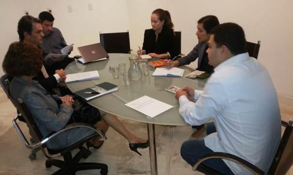 Instituições de Estado <p>ANTC, AMPCON e sociedade civil se reúnem com representante da embaixada americana