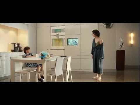 A atuação de Juliette Binoche consegue tornar a protagonista convincente