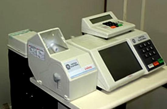 Debate Público – <p>Urnas eletrônicas com recibos impressos: apenas um primeiro passo