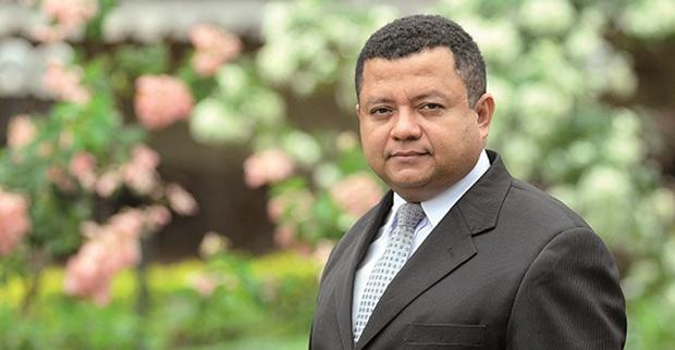 Artigos –<p>Por que a saída de Cunha é constitucional – Por Márlon Reis e Luiz Flávio Gomes
