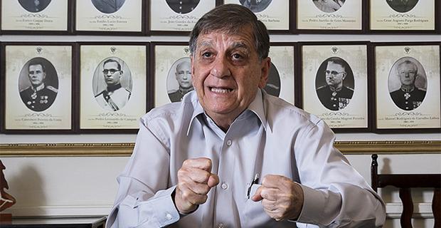 Artigos –<p>O Brasil está emburrecido – Por Gilberto Pimentel