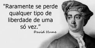 """<p>História: """"Raramente a liberdade se perde de uma só vez"""", David Hume<p>"""