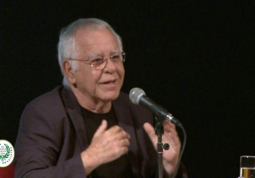 Alta cultura – Nelsinho Motta, convidado a falar sobre si na Academia de Letras, reverencia Caetano Veloso